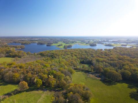Grand étang de Migné vu par drone en Brenne Indre 36