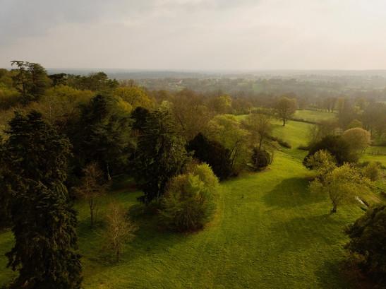Photographie par drone d'un parc boisé et paysgage près de Châteauroux dans l'Indre 36