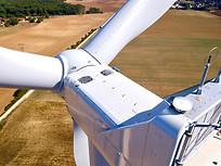 Inspection photo par drone d'un parc éolien à Châteauroux, dans l'Indre 36