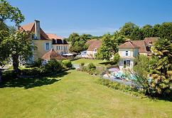 Photo par drone d'une propriété et son château en Berry dans l'Indre 36 près de Châteauroux