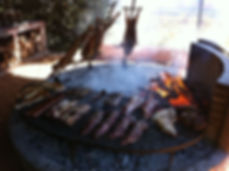 Very good example of and Argentinian asado, where we can see  how useful iis a par of huge gaucho meat cutlery. It must also beautiful, to celebrate the meat...