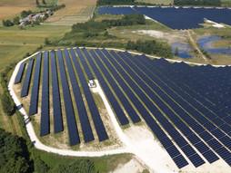Photo par drone d'un parc photovoltaique à Poitiers dans la Vienne 86