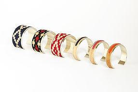 Collection Kamyno de bracelets et manchettes d'Argentine, taille ajustable, fait d'alpaca et tissu ou cuir cru tressé.