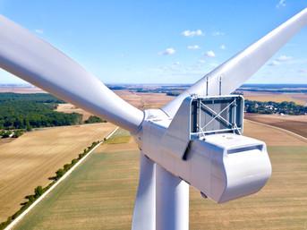 Inspection photo par drone d'un parc éolien à Niort, dans les Deux Sèvrss 79