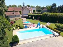 Gîte de France avec piscine dans l'Indre 86 photo par drone