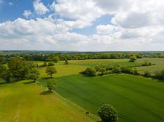 Photo par drone, d'un paysage de campagne pour l'attractivité du territoire près de Tours, en Indre et Loire 37