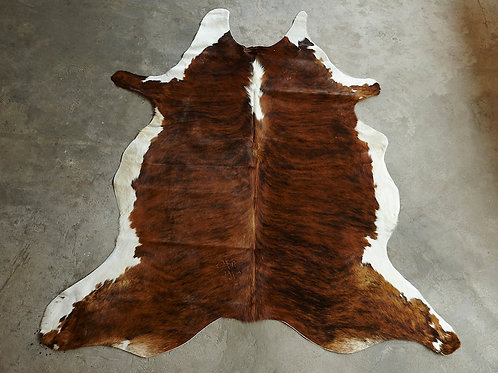 P33- 3,02 m2 Tigered Brown and White underside