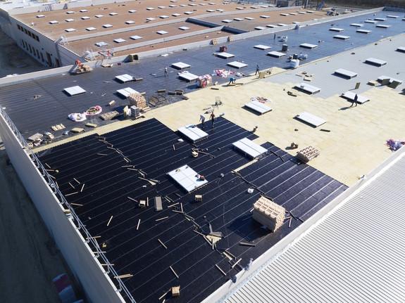 Photo par drone d'une toiture en construction pour suivi de chantier BTP à Poitiers
