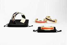 Collection Kamyno de bracelets et manchettes d'Argentine, taille ajustable, fait d'alpaca et tissu ou cuir cru tressé. Livré avec sa pochette de protection.