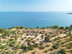 Photo drone villa bord de mer falaise