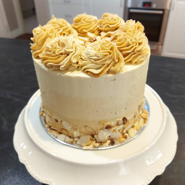 Roasted almond and white chocolate cake