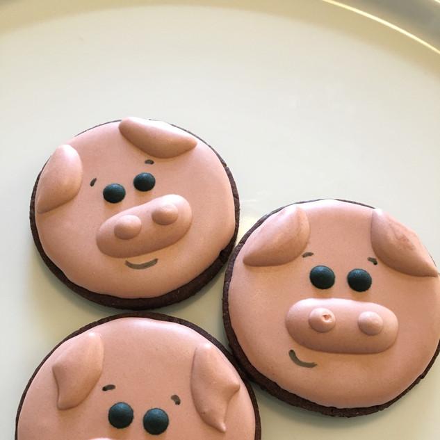 Three little piggies from farm theme