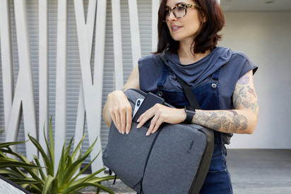 Belkin BOOST↑CHARGE™ Power Bank + Laptop Bag