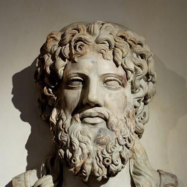 Zeus copia romana en mármol