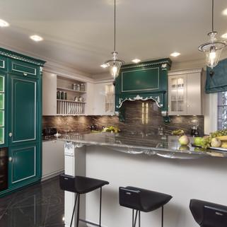 Зеленая классическая кухня