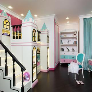 Кровать замок для девочки