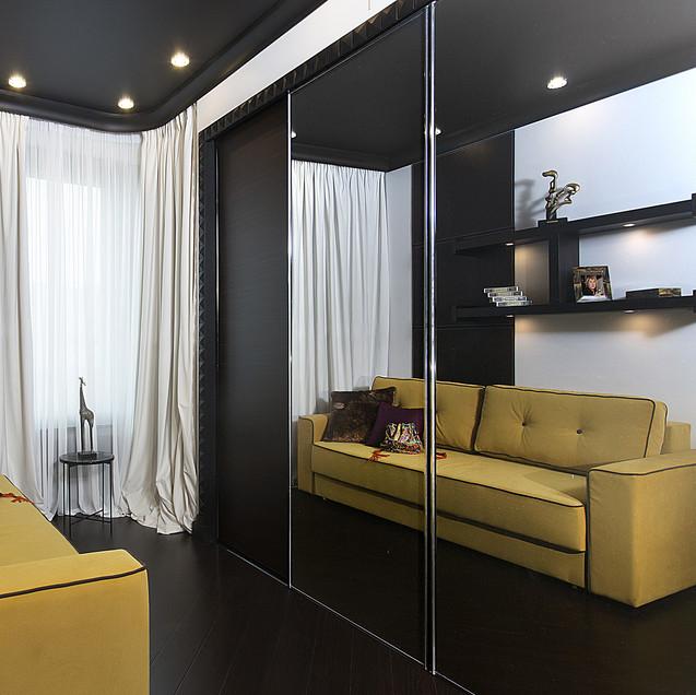 Черные глянцевые перегородки в интерьере квартиры
