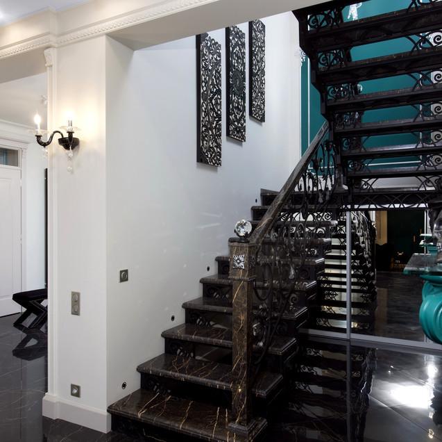 Стильная лестница в доме