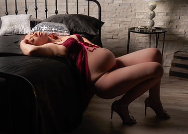 Beth Boudoir color web 14.jpg