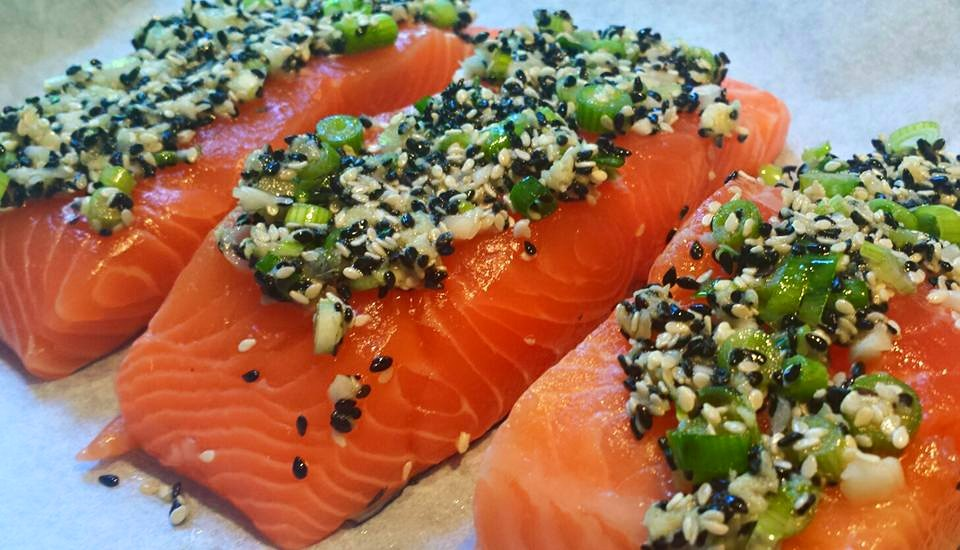 Salmon with sesame crust