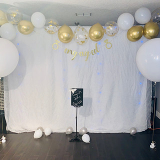 Photo backdrop w/balloon garland