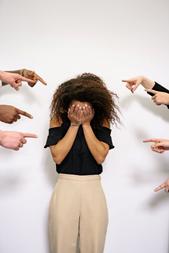 Comment les juges doivent-ils analyser une situation harcelante au travail?