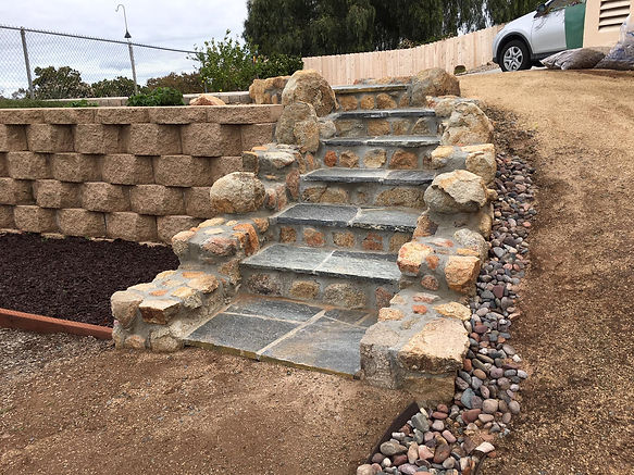 Best rated Mount Helix, La Mesa stone wall Masonry Contractor