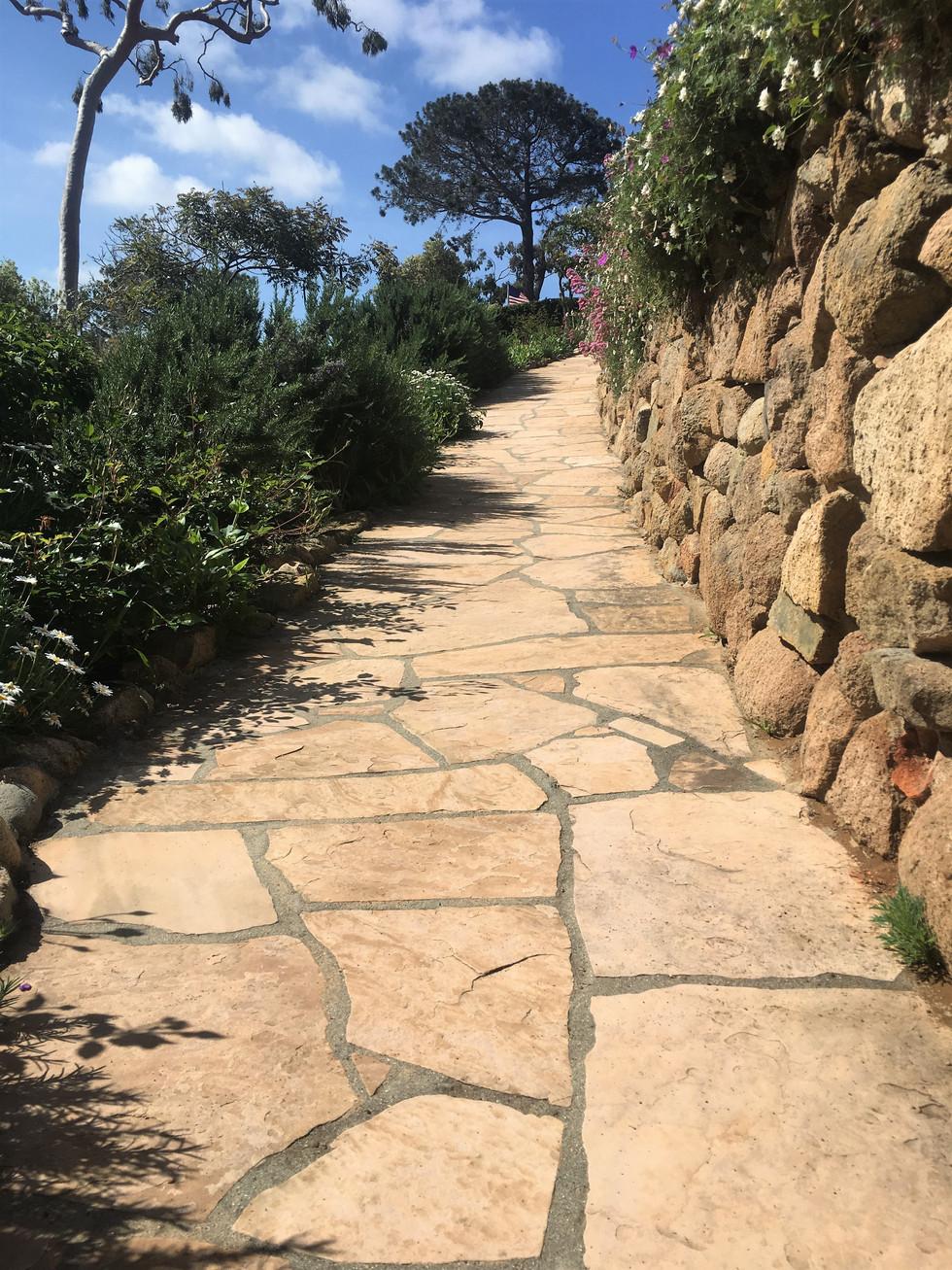 Tan-Flagstone-Walkway-San-Diego-Masonry-Contractor