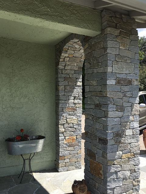 Arched-entrance-with-Stone-veneer-in-Alp