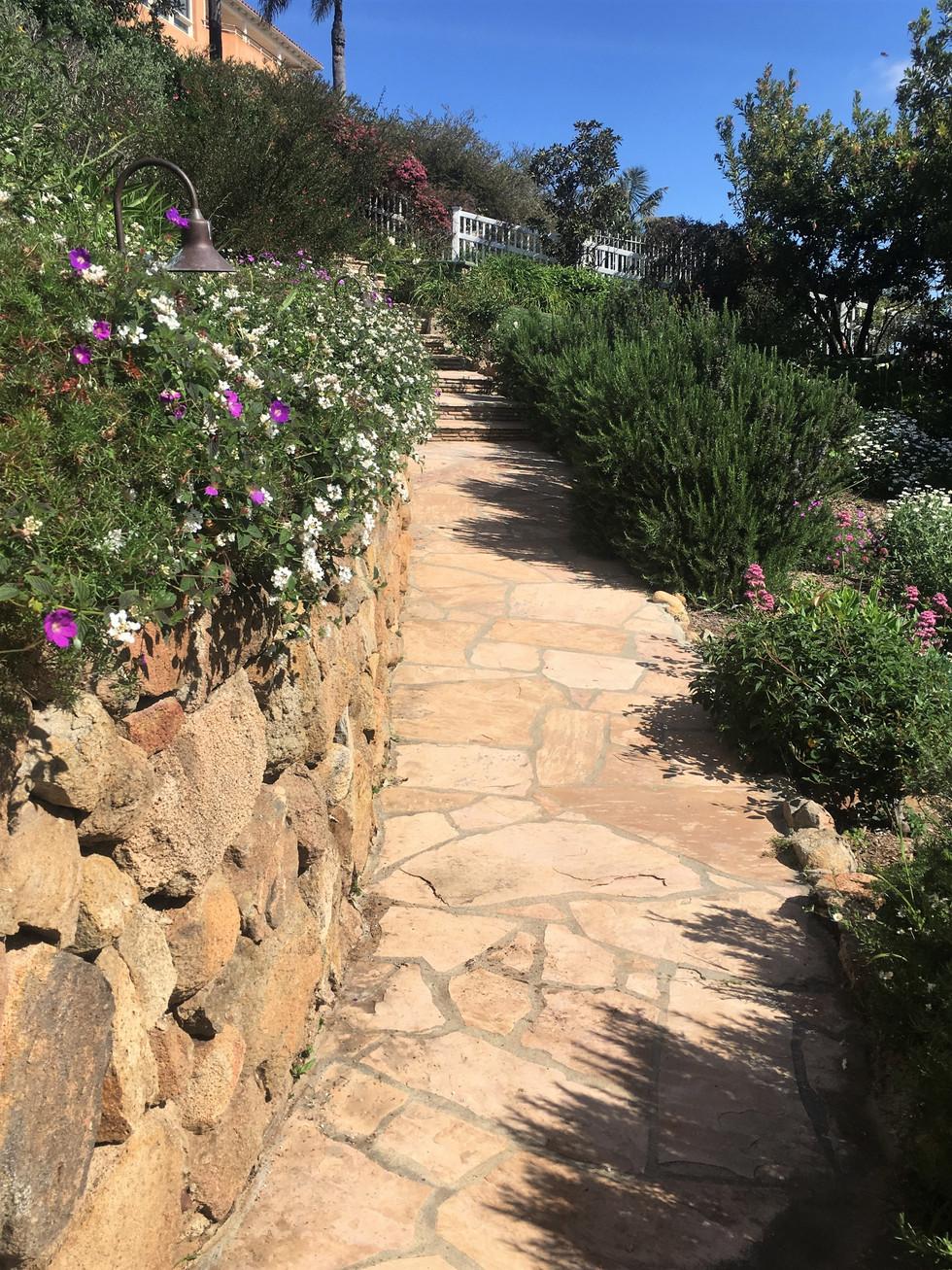 San-Diego-Masonry-Contractor-Tan-Flagstone-Walkway