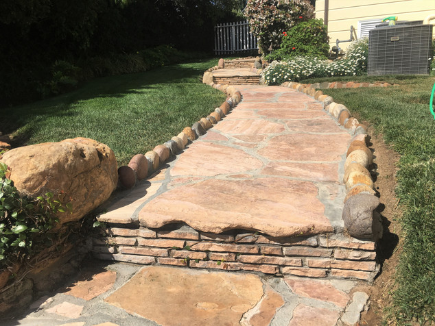 San-Diego-Masonry-Contractor-Flagstone-Walkway-With-Border