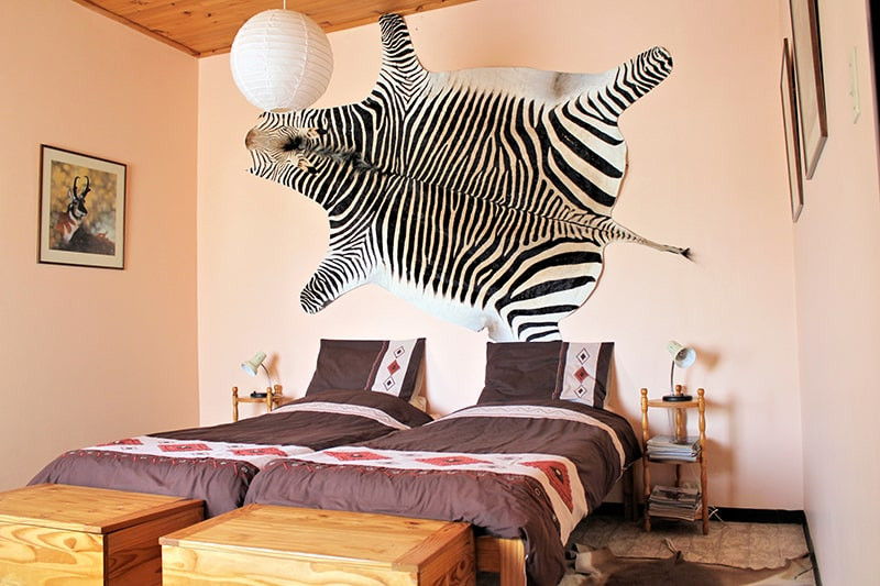 schlafzimmer-jagdfarm-namibia-kashjuna-h