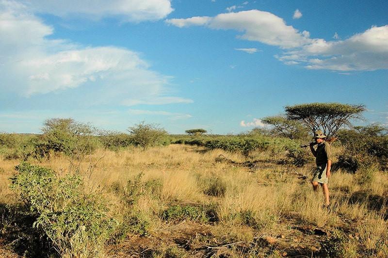 Jagdlandschaft-jagdfarm-namibia-kashjuna