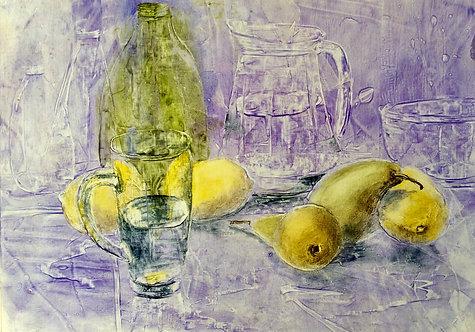 Вода и фрукты.