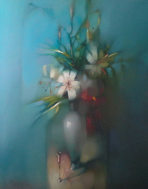 Ваза с цветами на голубом