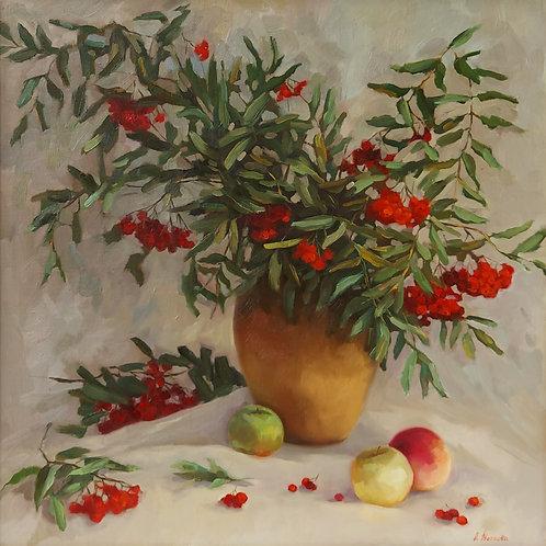 Натюрморт с рябиной и яблоками.