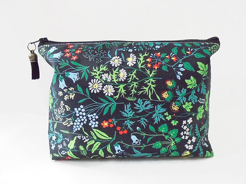 Dumpy bag, leafy, green, plants, jungle, boxy wash bag, cosmetic bag, zip bag, m