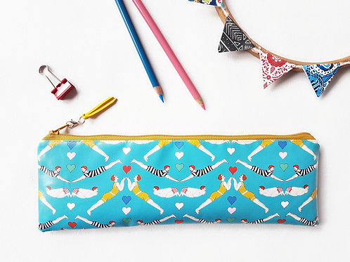 Ginger synchronized swimmer print water resistant outer vegan XLong brush bag.