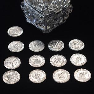Heart coin box