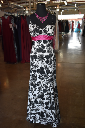 #18157 Black & White with a touch of pink - by Betsy & Adam Size Medium
