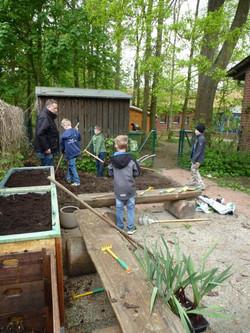 Arbeiten im Schulgarten 2018