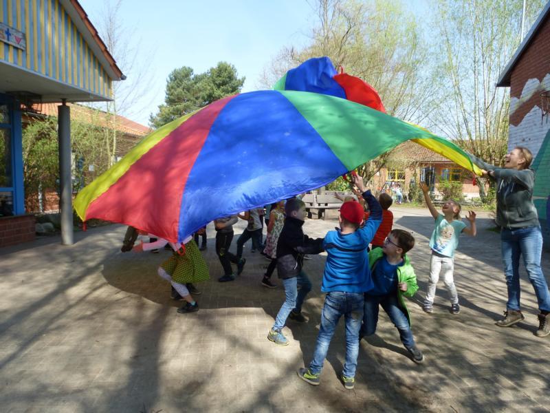 Spiele mit dem Fallschirmtuch 2018
