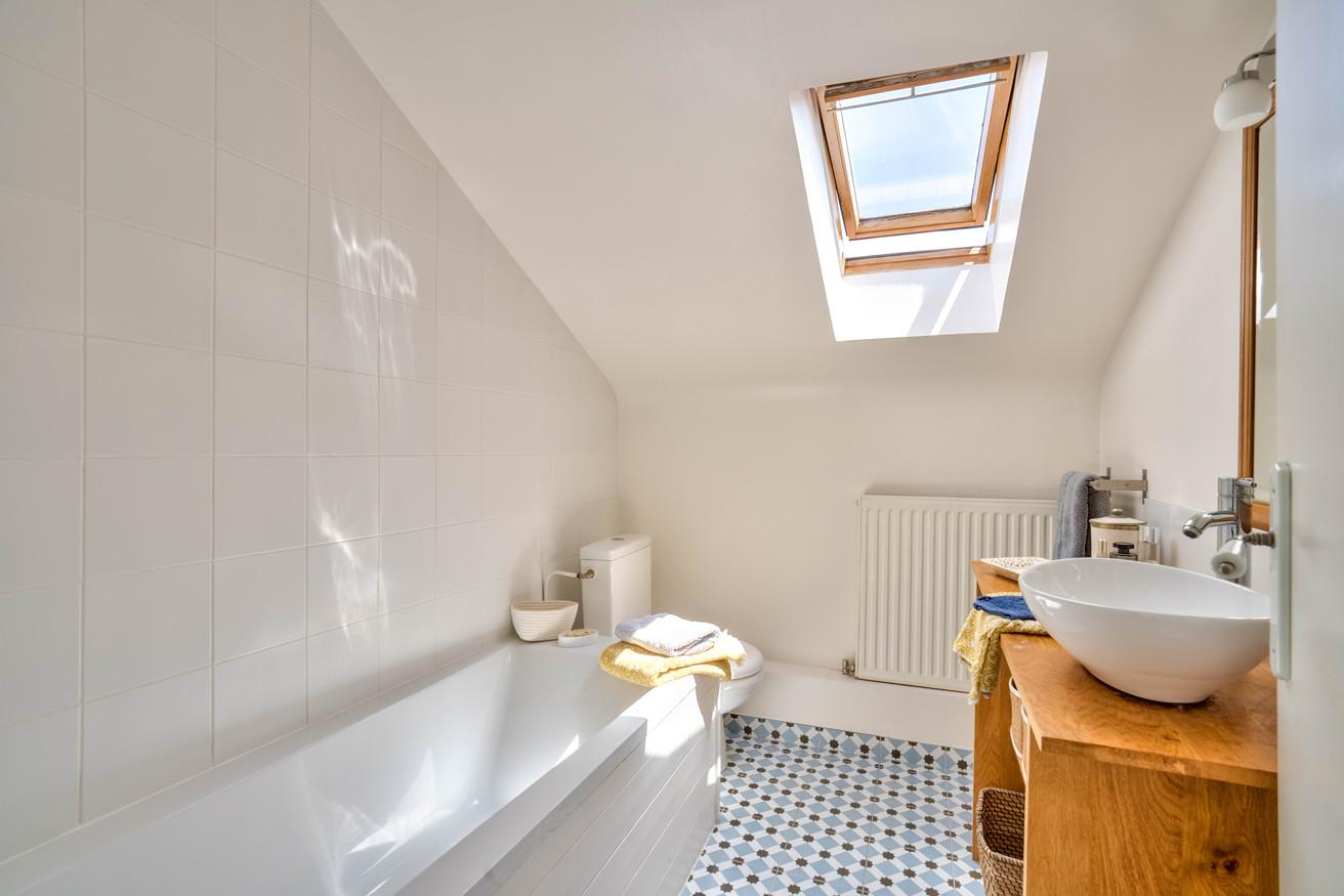 super simple bathroom