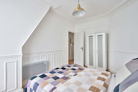 light and airy bedroom Pasteur