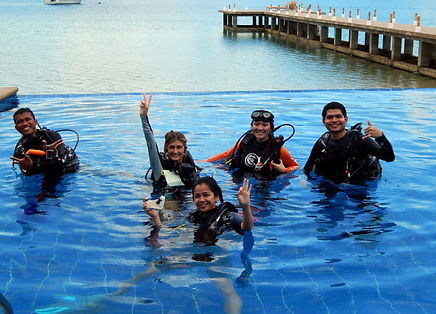 Divemaster course in diving pool El Rio y Mar, Palawan, Philippines