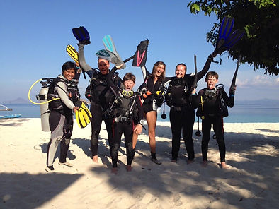 Family diving with Dugong Dive Center, Palawan, Philippines