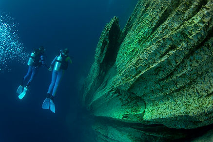 Limestone cliffs during diving in Barracuda Lake