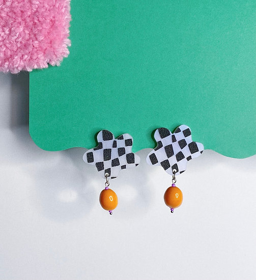 Beaded Checker Blob Stud- Pearl/White