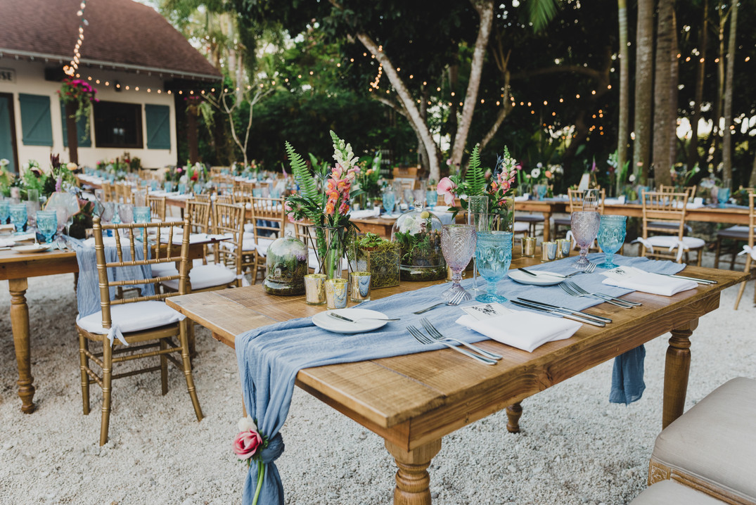 Miami table and chair rental