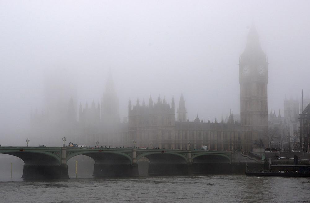 Londres bajo la niebla. Creador: Oli Scarff | Imagen propiedad de: Getty Images